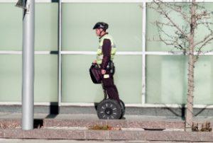 電動立ち乗り二輪車